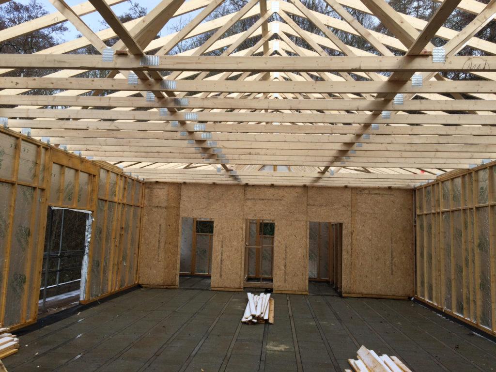 Triangular roof trusses